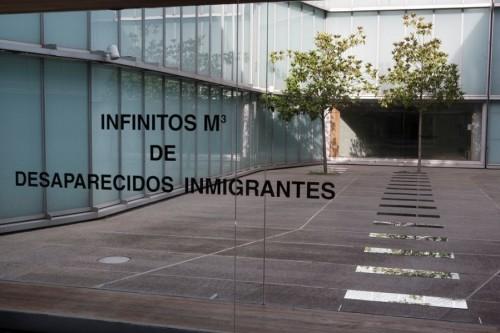CONCHA JEREZ Infinitos m3 de desaparecidos inmigrantes 2014. Vista de instalación MUSAC
