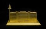Carlos Garaicoa Saving The Safe (Bundesbank), 2013 Instalación. Modelo en oro de 21 K. Caja de seguridad, plataforma giratoria, luz LED, pedestal, cuerda de seguridad. Modelo: 10 x 16,5 x 6,5 cm Fotografía: Oak Taylor-Smith ©Carlos Garaicoa, VEGAP, Madrid, 2014
