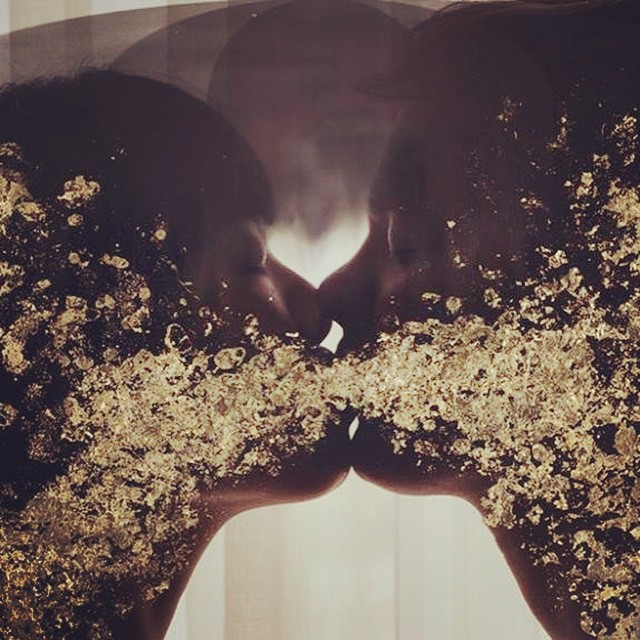 Sarah Anne Johnson 'Kissing Gold' 2013 #fotografia #photography #foto #photo #collage #arte #art #artecontemporaneo #contemporaryart #exposición #exhibition #museum #museo #artist #artista #gold #SarahAnneJohnson #kiiss #love