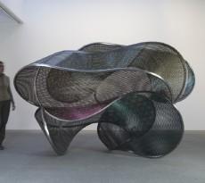 Blanca Muñoz, Tornasol, 2015, acero inoxidable, 196x325x220 cm