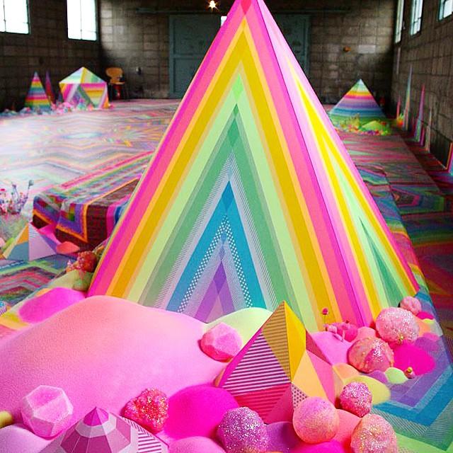 Candy floor installation by Tanya Schultz #instalación #installation #escultura #sculpture #arte #art #artecontemporáneo #contemporaryart #museo #museum #gallery #artegallery #galeriadearte #exposición #exhibition #artista #artist #TanyaSchultz