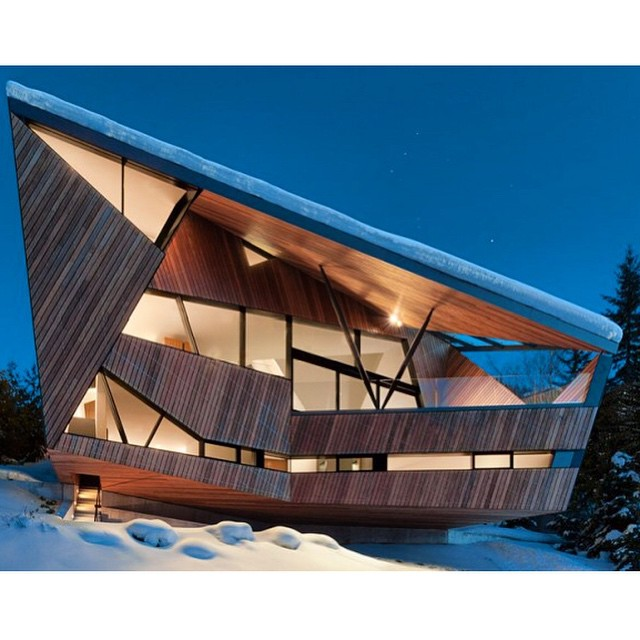 The Steep Chalet Vancouver Patkau Architects #arte #art #artecontemporáneo #contemporayart #arquitectura #architecture #diseño design #artista #artist #chalet #Vancouver #PatkauArchitects